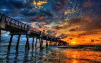 Juno Beach Pier - The Walk